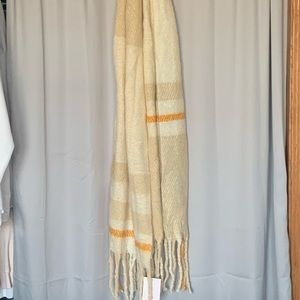 LC sweater scarf